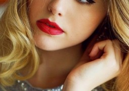 Awesome-makeup-with-red-lipstick