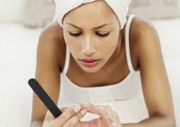 Τρώτε τα νύχια σας; 4 Έξυπνοι τρόποι για να σταματήσετε να το κάνετε.
