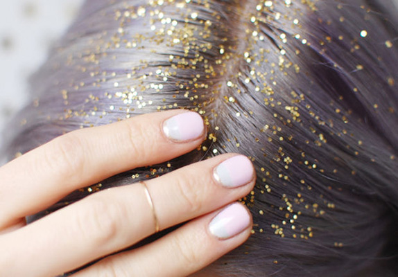 Χρυσόσκονη στις ρίζες των μαλλιών