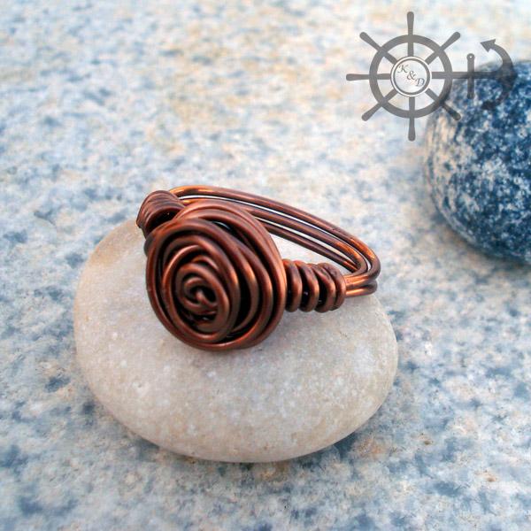 Δαχτυλίδι με τυλιγμένο σύρμα χαλκού