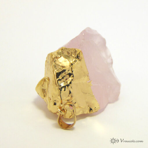 ροζ λίθος με χρυσό σε κολιέ