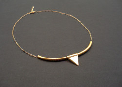 χρυσο κολιε με τριγωνο